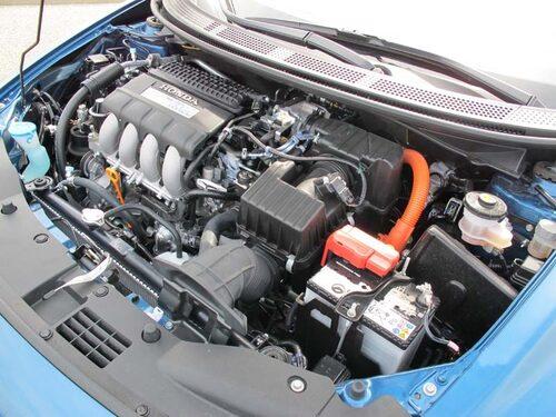 Beprövad teknik. Mellan svänghjul  och växellåda en kompakt elmotor.