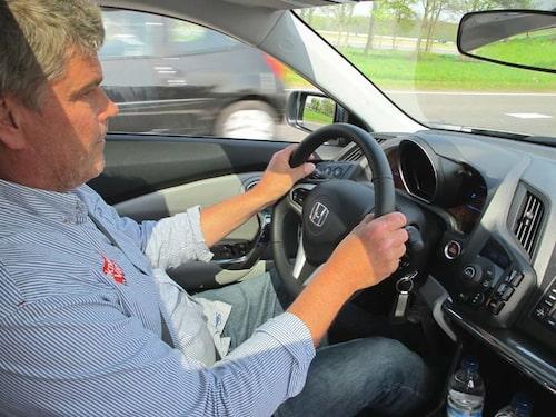 Jonas Borglund, stolt ägare av en  Honda Insight,  imponeras måttligt.
