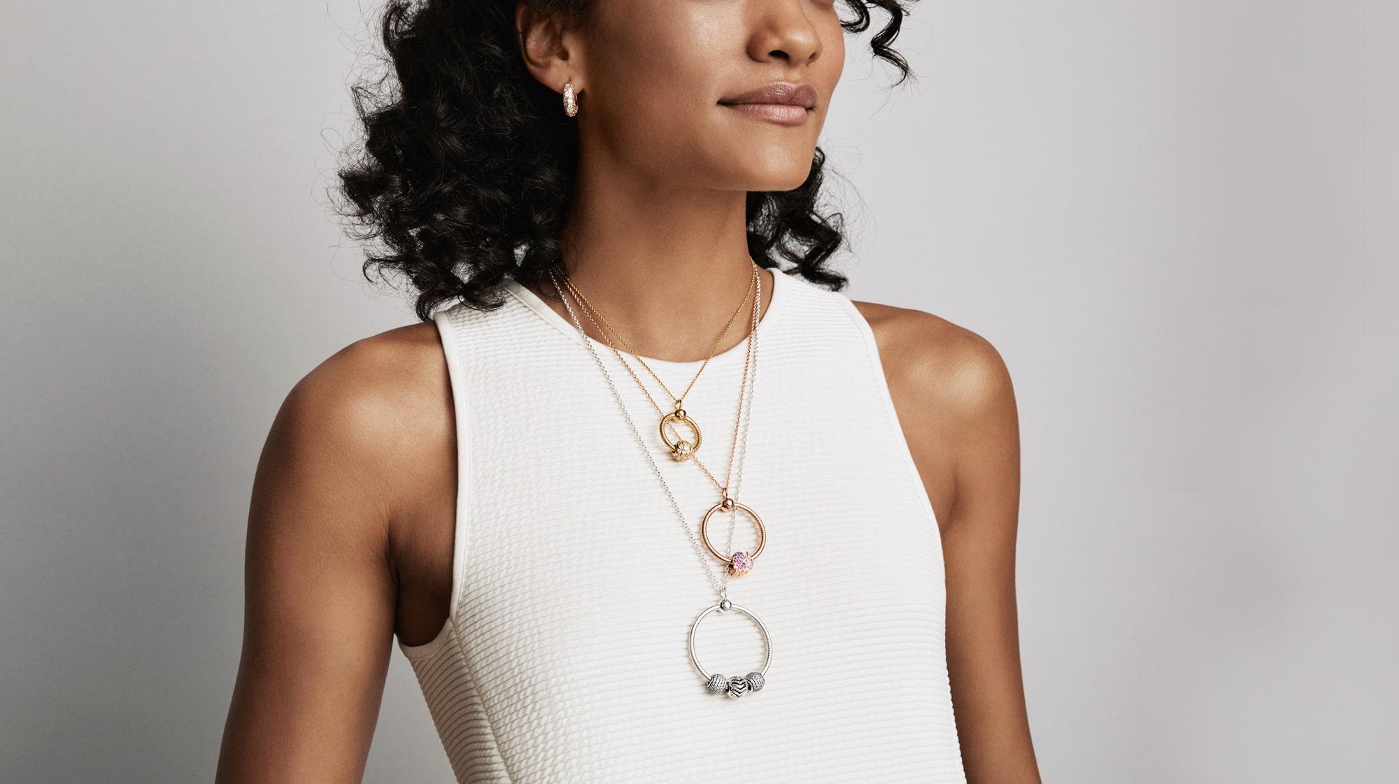 Lyft din outfit med snygga smycken </div>                                   </div> </div>       </div>             </div>              </div>       <div class=