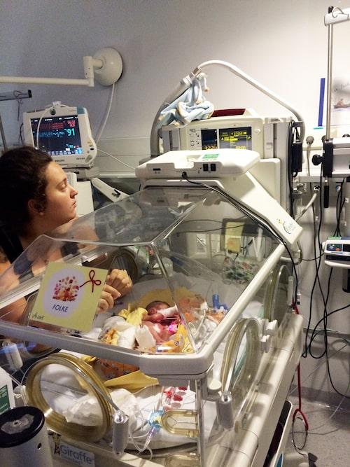 Lisa blev kvar på sjukhuset med Folke i tre månader.