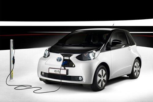 """Toyota iQ EV <a href=""""/2012/09/28/35095/vilken-bil-ar-din-favorit-i-paris-2012/"""" style=""""color: #fd9903; font-weight: bold;"""">Är detta din favorit? Rösta här!</a>."""