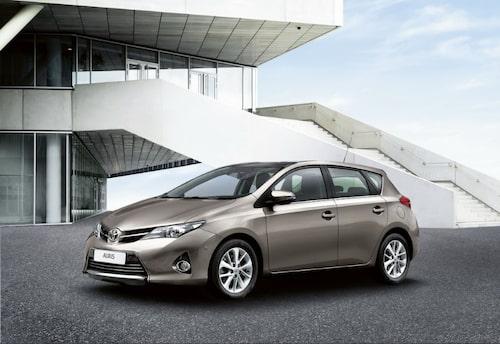 """Toyota Auris <a href=""""/2012/09/28/35095/vilken-bil-ar-din-favorit-i-paris-2012/"""" style=""""color: #fd9903; font-weight: bold;"""">Är detta din favorit? Rösta här!</a>."""
