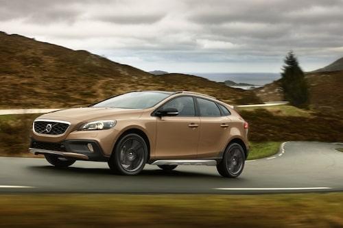 """Volvo V40 Cross Country <a href=""""/2012/09/28/35095/vilken-bil-ar-din-favorit-i-paris-2012/"""" style=""""color: #fd9903; font-weight: bold;"""">Är detta din favorit? Rösta här!</a>."""