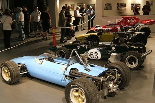 Bilar från Ronnies olika epoker fanns representerade. Här 3 x Formel 3 och en Formel 1.