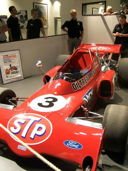 Grand Prix-vagnen March 721X med chassinummer två från 1972 och dess nuvarande ägare Magnus Ahlqvist. I absolut toppskick, bara drivaxlarna ska på plats.