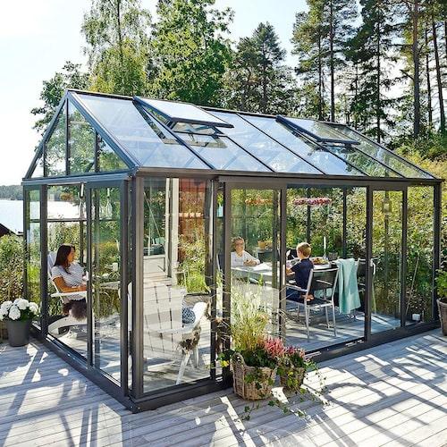 Det här växthuset från Willab Green är stabilt, stormsäkert och kommer med tolv års garanti.