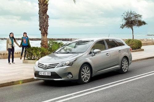 397 kronor per liter lastutrymme: Toyota Avensis Kombi. Pris från 215 800kronor. Bagageutrymme: 543 liter. Euro NCAP krocktestbetyg: 5 av 5.