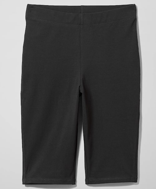 Svarta cykelbyxor från Weekday. Klicka på bilden och kom direkt till shortsen.