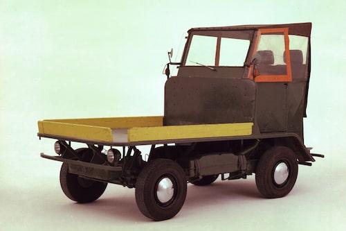 Efter andra världskriget var det brist på gaffeltruckar i Tyskland. Därför lät man till Wolfsburg-fabriken bygga Plattenwagen, som vi ser på bild här. Baserad på Typ 1 (Bubblan) blev den en föregångare till Typ 2 (Folkabussen).