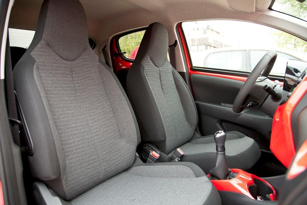 Många Toyota-delar i C1, men framstolarna står PSA-gruppen (Peugeot-Citroën) för.
