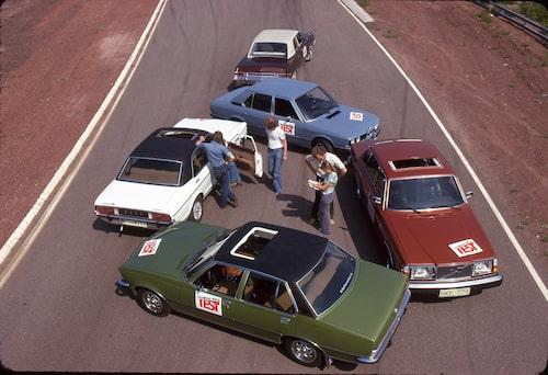 Vilken av BMW 525, Ford Granada Ghia 3000, Opel Commodore 2800 GS/E, Plymouth Valiant Brougham och Volvo 264 GL, slår ditt hjärta lite hårdare för?
