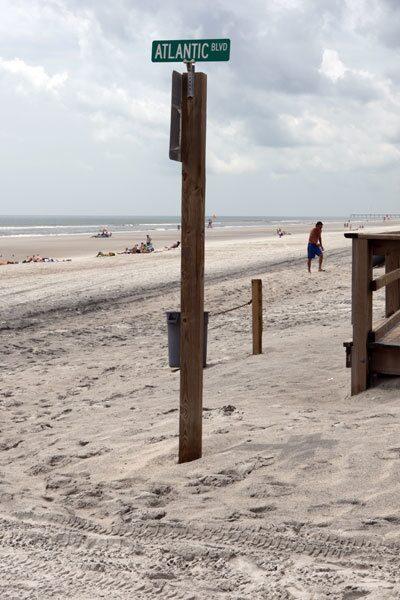 Startade dagen på stranden i Jacksonville. Undertecknad sprang sex kilometer innan avfärd. Glenn och Fredrik sov, det kan de behöva, de växer ju typ fortfarande, åtminstone runt midjan.