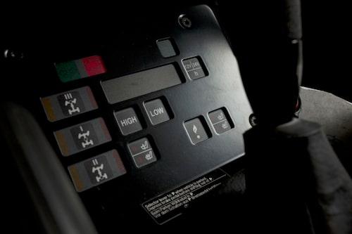Kontrollpanelen för diffspärrarna är tydlig och visuell med rejäla knappar för enkel manövrering.