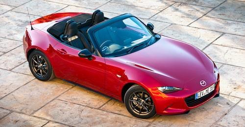 Det svänger om nya Mazda MX-5. Se på framskärmarna.