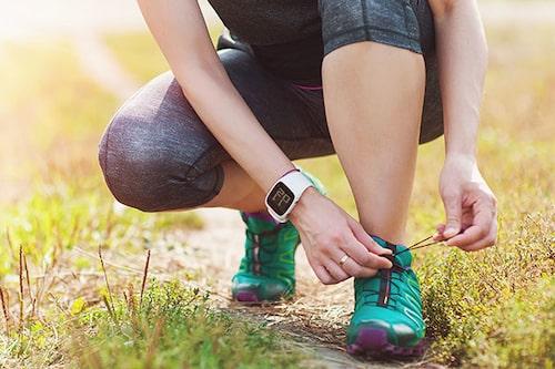 En app som räknar steg eller en pulsklocka med stegräknare är en kul sporre om du vill slå ditt rekord i antal steg.