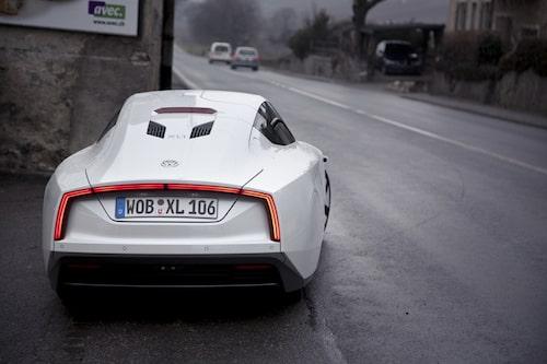 Låg vikt och hal kaross. Det krävs bara 8,4 hk för att köra i 100 km/h.