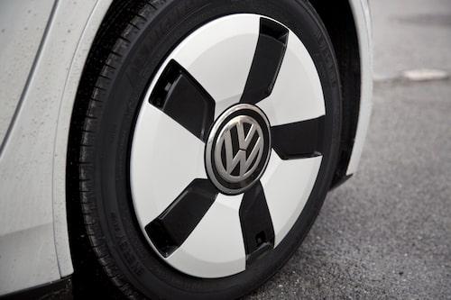 Fram sitter däck i storlek 115/80-R15.