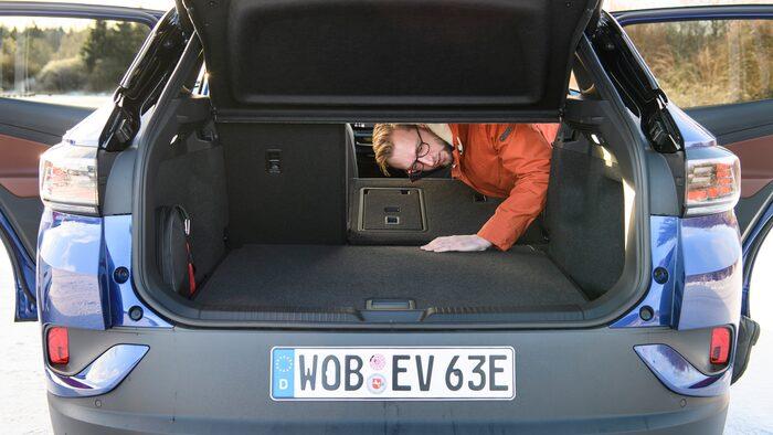 Erik Wedberg vill kunna fälla baksätet i tre delar. Under golvet finns fack för laddkablar.