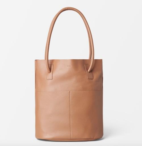 Väska i ljusbrunt skinn från Wera.