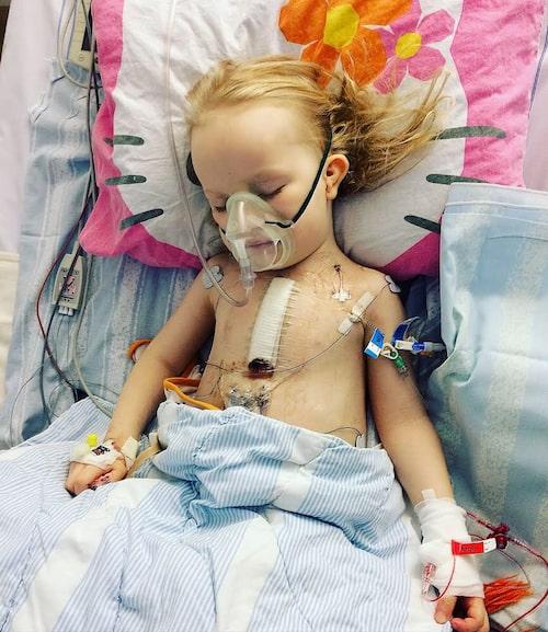 Bild tagen på BIVA (Drottning Silvias barnsjukhus i Göteborg) fyra dagar efter den tredje och sista öppna hjärtoperationen i februari 2016.