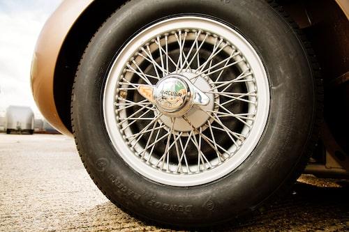 C-type var den sista racerbilen från Jaguar med ekerhjul, D-type hade magnesiumfälgar.