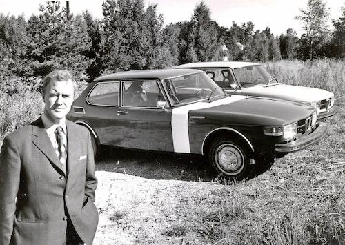 """Henrik Gustavsson strålar sig i glansen bredvid 99 """"Longnose"""". Bilden är från 1973 och prototypkörningarna var redan igång!"""
