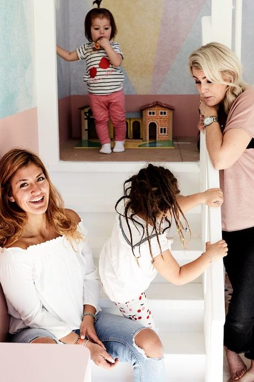 Paula Uribe har döttrarna Molly, 4, och Leonore, 1,5, med Hugo Rosas.