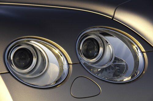 Strålkastarrundlarna har numera kromsarg både på GT och snabbare GT Speed.