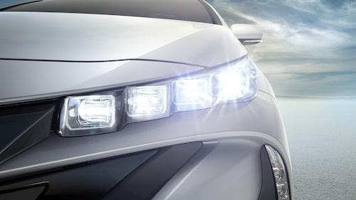 LED-strålkastare ger ett nytt utseende framtill.