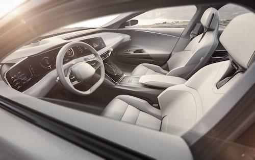 Den nystartade elbilstillverkaren Lucid siktar högt, interiören i modellen Air har haft BMW 7-serie som måttstock.