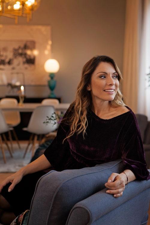 Alexandra Pascalidou växte upp under enkla omständigheter och tycker att hennes nya hem känns som en saga.
