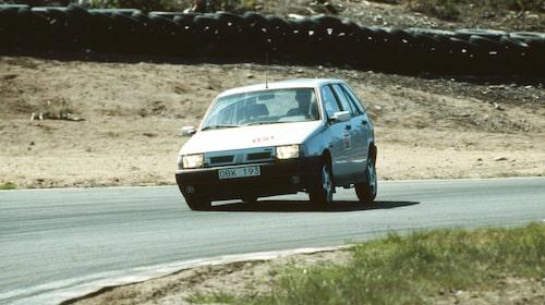 För mjuk i fjädringen, tyckte Teknikens Värd om Tipo 2,0 16V i nummer 16/1991, en utmanare till bilar som Peugeot 205 GTI och Opel Kadett GSi.