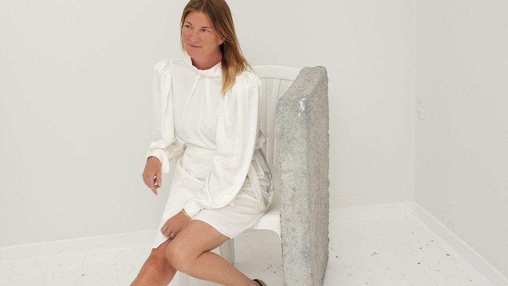 Klänning av satin 2569 kr, Designers Remix.