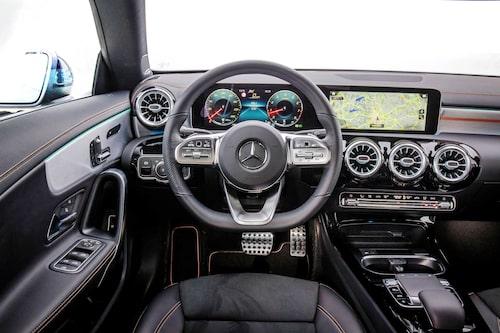 Rymdskeppskänsla på ett bra vis. Mercedes infotainmentsystem MBUX är riktigt välgjort.