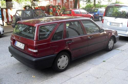 Volvo släppte aldrig någon 440 Kombi, men en firma i Belgien byggde och erbjöd en påbyggnad som ersatte den vanliga bakluckan, och vips så fanns 440 i kombiutförande.
