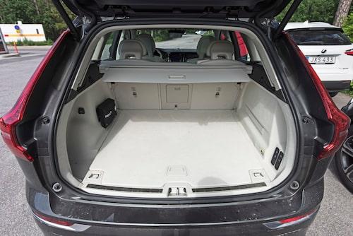 De flesta XC60 har tack och lov mörkare klädsel i bagageutrymmet.