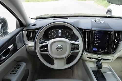 Volvo XC60 följer samma interiöra form- samt funktionsspråk som S90, V90, XC90 samt S60 och V60.