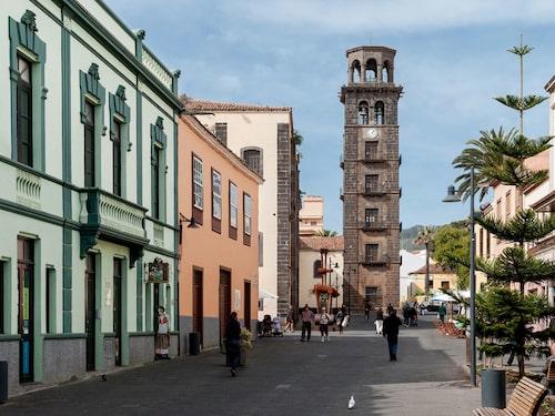 Charmiga fasader och historiska byggnader i La Laguna.