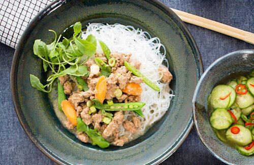 Recept på asiatisk köttfärssås med glasnudlar