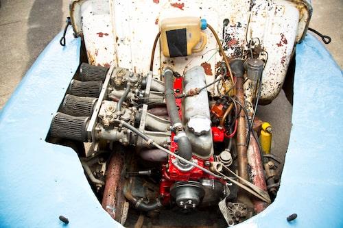 En uppborrad Volvo B20-motor som gav kanske 200 hästar. Inget vet riktigt.