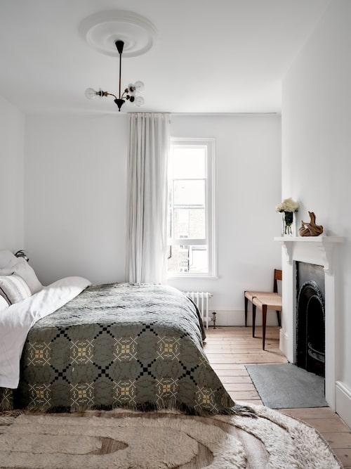 """""""Jag har medvetet valt att hålla sovrummet enkelt och rent."""""""