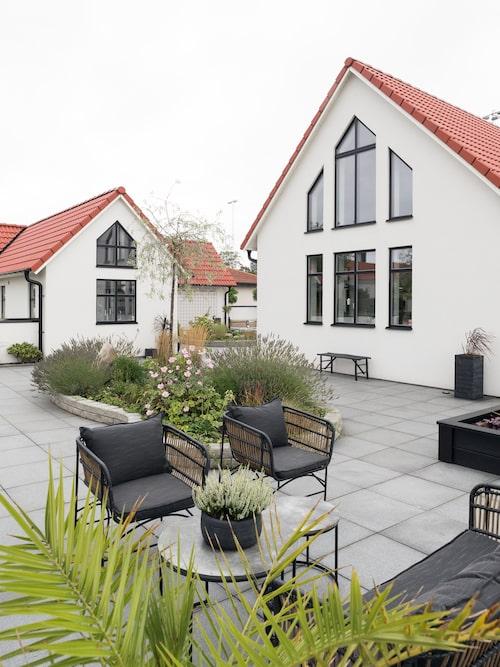 Yvette och Anders både arbetar och tillbringar fritiden tillsammans med sina vuxna barn och deras familjer – inte sällan i det fina stenhuset i Allerum.