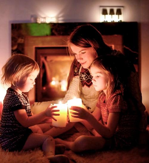 En bra regel är att den som har tänt levande ljus är ansvarig för att släcka dem –och förstås att aldrig lämna eld utan uppsikt.