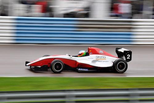 Daniel Roos kör en av tre bilar tillhörande Karlskogabaserade Team BS motorsport.