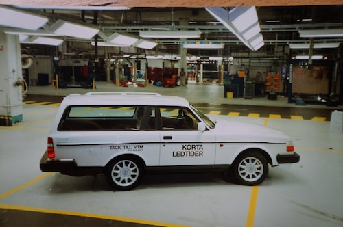 Volvo 240, 1993. Sista exemplaret av 240 skojade Volvo med när de kortare hjulbasen.