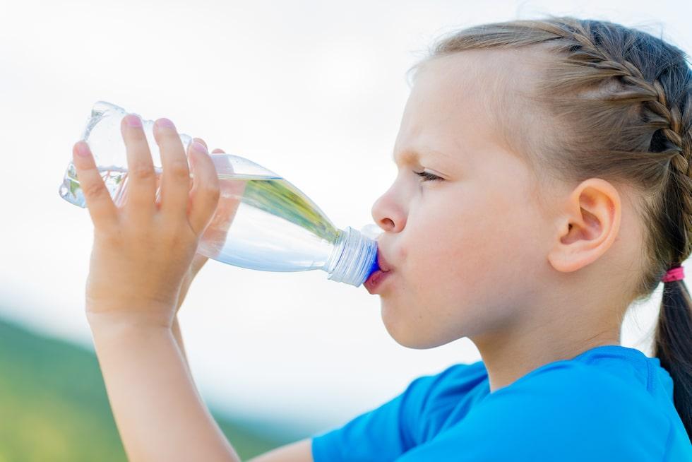 Små barn som luktar armsvett – är det normalt?
