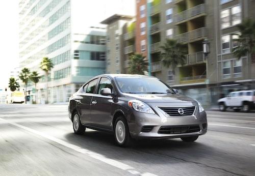 13. Nissan Tiida/Versa, 590 000 exemplar.