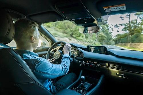 I kurvorna är Mazda 3 både exakt och lätthanterlig. Det här är en kul bil att köra!