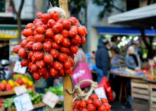 Piennolo är tomater som kan långtidslagras hängande, kallas även förevighetstomater.