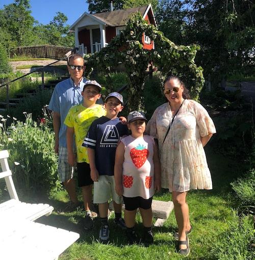 Jenny med maken Christian och barnen Vincent, Adrian och Ester.